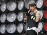 Red Hot Chilli Peppers Singing During the Live Earth Concert Held at Wembley Stadium Fotografická reprodukce