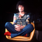 Marc Bolan Singer Leader of Pop Group T Rex Sitting Cross Legged in Chair Msi Fotografisk tryk