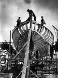 World War II: Ship Building with Women Working on Stern of Seventh Vessel Reproduction photographique