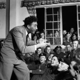 Frankie Howerd Entertaining Troleaving For Korea, June 1952 Photographic Print