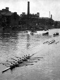 Cambridge Leading Oxford by Two Lengths in the Annual University Boat Race Papier Photo