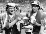 Andy Gray and Graeme Sharp of Everton Hold FA Cup After They Had Beaten Watford at Wembley Photographie
