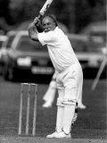 Jimmy Greaves Playing Cricket For the Norma Major Cricket XI Fotografisk trykk