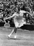Helen Jacobs Seen Here in the Final at Wimbledon Where She Beat Alice Marble 6-4, 6-4. June 1938 Fotografiskt tryck