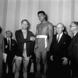 Big Fight Weigh in at the London Palladium For Wembley Fight Between Henry Cooper and Cassius Clay Lámina fotográfica