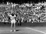 Centre Court Crowd Wildly Acclaim Bjorn Borg's Feat of Retaining Wimbledon Title Papier Photo