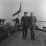 Donald Pleasence and Samantha Egger Walking on Ship's Deck on Set of Dr Crippen Fotografisk tryk