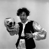 "Comedian Ken Dodd Dressed as Hamlet Has Been Appearing on ""Houswives Choice"" on BBC Radio Fotografie-Druck"