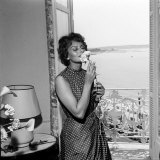 Italian Actress Sophia Loren Smelling a Flower in Her Hotel Room at the Cannes Film Festival Papier Photo