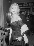 Glynis Johns Actress Attending Film Premiere of 'Mad About the Man' October 1954 Fotografie-Druck