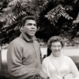 Cassius Clay August 1966 in Training, Shaking Hands with an Elderly Fan Boxing 1960s Photographie