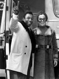 Brazilian Football Star Pele with Wife Rosa Arrives in London to Play Football in Britain Fotografisk tryk