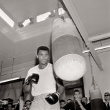 American Boxer Cassius Clay, Later to Be Known as Muhammad Ali, Uses a Punch Bag in Training Lámina fotográfica