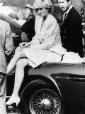 Princess Diana Sitting on Prince Charles Aston Martin Car at Smiths Lawn Windsor Lámina fotográfica