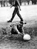 Brazilian Football Star Pele Takes a Turn in Goal in a Training Session at Bolton Fotografisk tryk