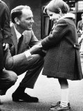 Singer Frank Sinatra Talking to Blind Girl at Visit to Sunshine Home For Blind at Northwood Fotografisk tryk