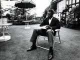 Brazilian Football Star Pele Relaxes in English Country Garden at Brazilian Team Hotel in Lymm Fotografisk tryk