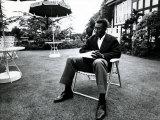 Brazilian Football Star Pele Relaxes in English Country Garden at Brazilian Team Hotel in Lymm Fotografisk tryk