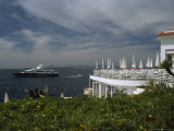 View of the Mediterranean Past a Resort Hotel in Cap D'Antibes Fotografisk tryk af David Evans