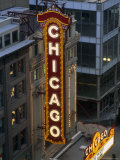The Sign Outside the Chicago Theater at Dusk Reproduction photographique par Paul Damien