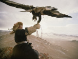 Kazakh Hunter Strains to Support a Golden Eagle Fotografisk tryk af David Edwards
