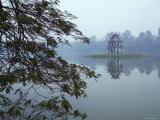 Pagoda in Centre of Ho Hoan Kiem Lake Fotografisk tryk af Dan Gair