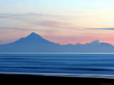 Mount Taranaki at Twilght from Moaku Beach, Mokau Fotografiskt tryck av Paul Kennedy