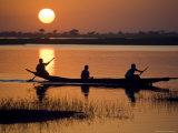 Young Boys Paddling on the Niger River in Segoukoro Fotodruck von Matthew Schoenfelder