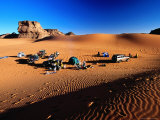Tourist Campsite on the Sand, Akakus National Park, Sahara Desert Lmina fotogrfica por Frans Lemmens