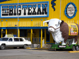 Big Texan Steak Ranch on Historic Route 66 Lámina fotográfica por Cummins, Richard