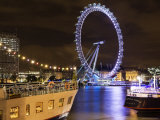 London Eye Reflected in the Thames at Night with Floating Restaurants Moored in the Foreground Reproduction photographique par Orien Harvey