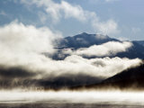 Kluane Mountains Framed by Drifting Cloud Fotografisk tryk af Mark Newman
