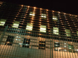 Office Building Behind Wrought Iron Gates at Night Photographie