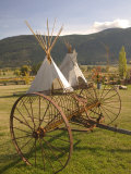 Tepees and Antique Farm Equipment, British Columbia, Canada Photographie par Walter Bibikow