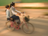 Girls on the Bicycle, Laos Photographie par Gavriel Jecan