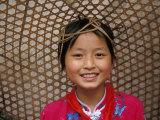 Young Girl Wearing a Straw Hat, Yangtze River, Less Three Gorges, China Lámina fotográfica por Keren Su
