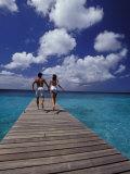 Couple Running on Dock, Curacao, Caribbean Fotografisk trykk av Greg Johnston