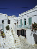 Stairs, Houses and Decorations of Chora, Cyclades Islands, Greece Photographie par Michele Molinari