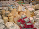 Cheese Variety in Shop, Paris, France Lámina fotográfica por Lisa S. Engelbrecht