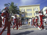 Marching Band on Ocean Drive, South Beach, Miami, Florida, USA Fotografie-Druck von Robin Hill