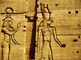 Walls Depicting Isis and Horus, Temple of Philae, Philae, Aswan, Egypt Fotografisk tryk af Cindy Miller Hopkins