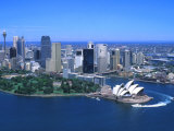 Aerial of Opera House and City, Sydney, Australia Impressão fotográfica por Bill Bachmann