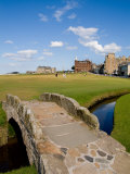 Golfing the Swilcan Bridge on the 18th Hole, St Andrews Golf Course, Scotland Stampa fotografica di Bill Bachmann