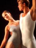 Ballet Dancers in Graceful Pose Fotografisk trykk av Bill Bachmann