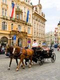 Horse Carriage Ride in Old Town District, Prague, Czech Republic Photographie par Bill Bachmann