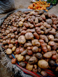Potatoes in Local Farmer's Market, Ollantaytambo, Peru Lmina fotogrfica por Cindy Miller Hopkins