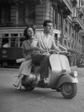 Man and Woman Riding a Vespa Scooter Lámina fotográfica por Dmitri Kessel