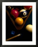 Boules de billiard, craie, queue et triangle sur le feutre de la table Posters par Ernie Friedlander
