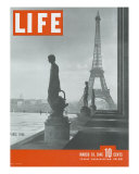 Paris, Statues with Eiffel Tower, March 18, 1946 Premium Photographic Print by Ed Clark