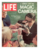 Polaroid's Edwin Land with New Instant Camera, October 27, 1972 Photographic Print by Co Rentmeester